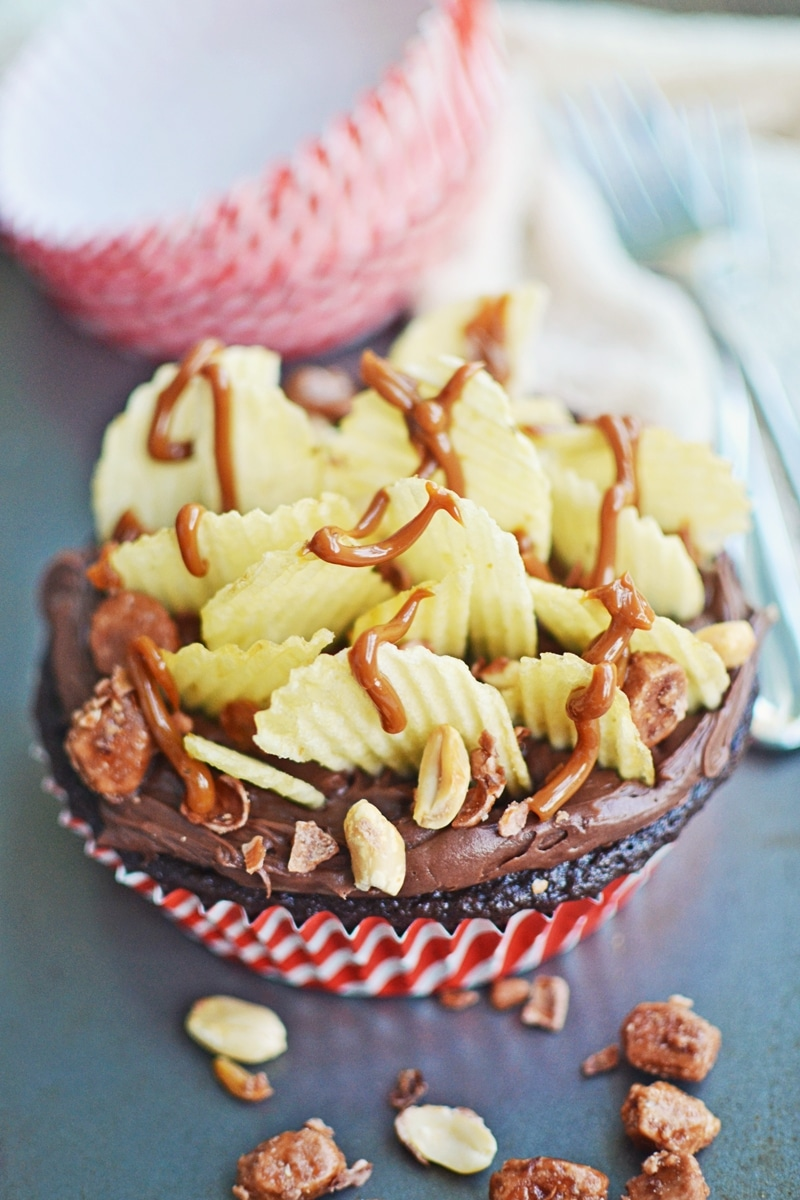 Chocolate Buttermilk Cupcakes with Style - @LittleFiggyFood - #LifeWithChocolate