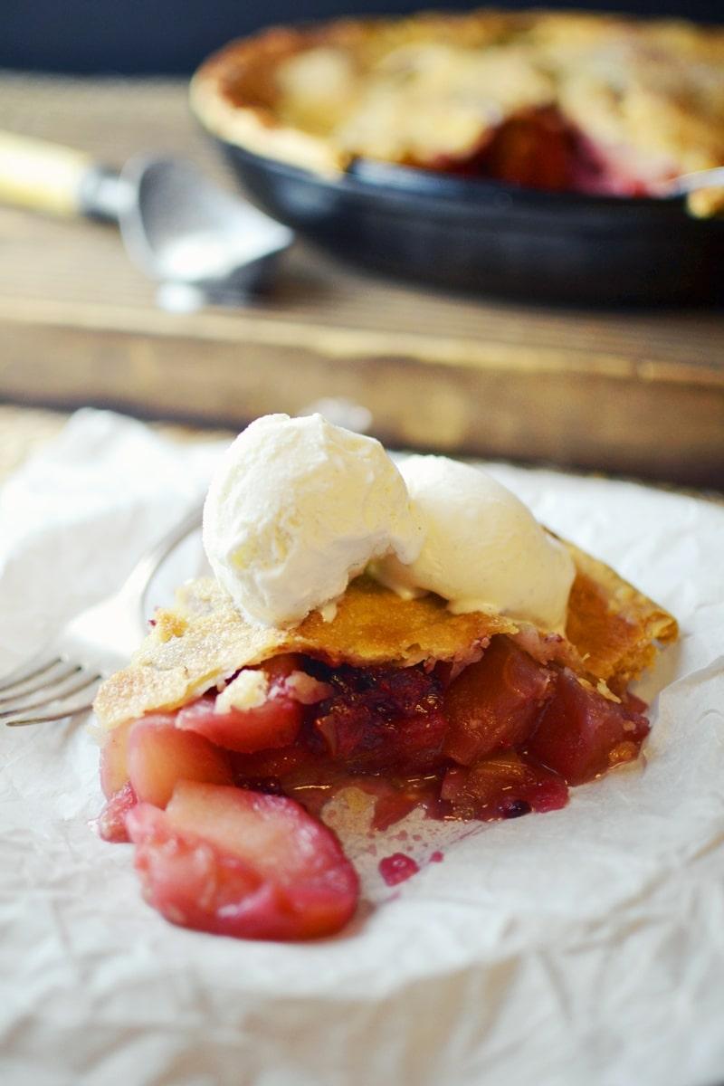 Mulled Apple and Blackberry Pie - @LittleFiggyFood - #Pie