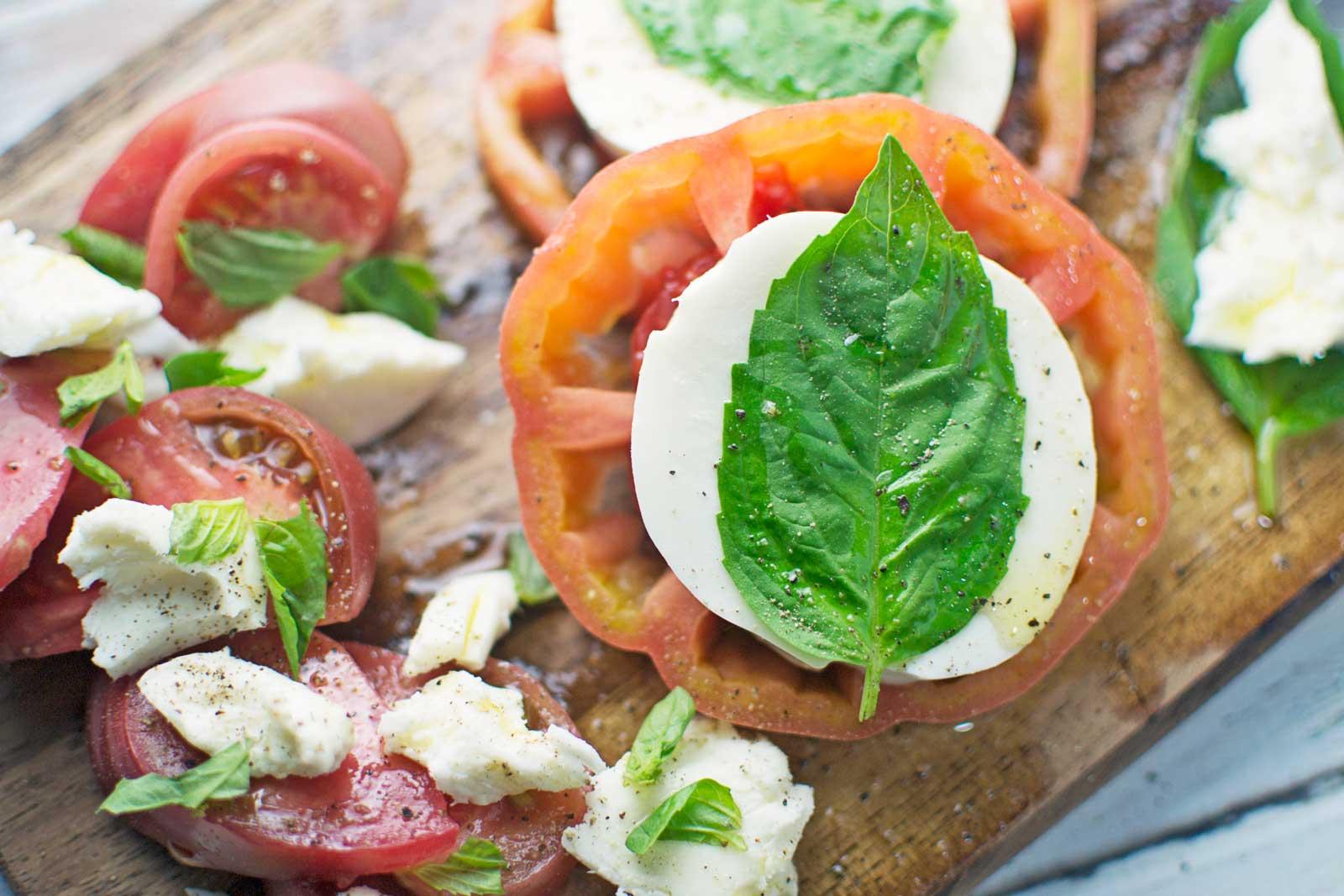 Classic Caprese Salad - #Salad - @LittleFiggyFood