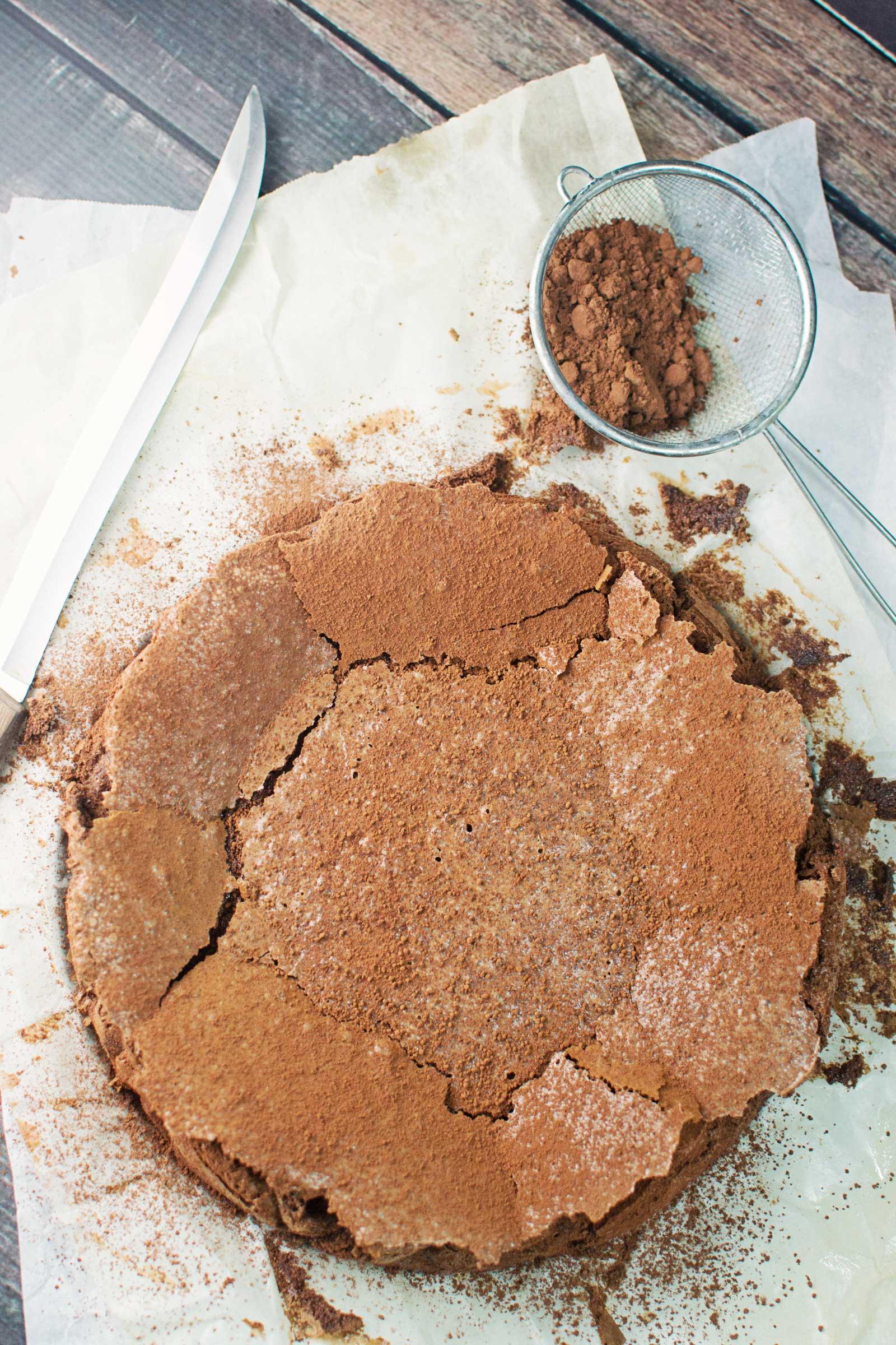 Flourless Chocolate Cake - @LittleFiggyFood - #ChocolateCake