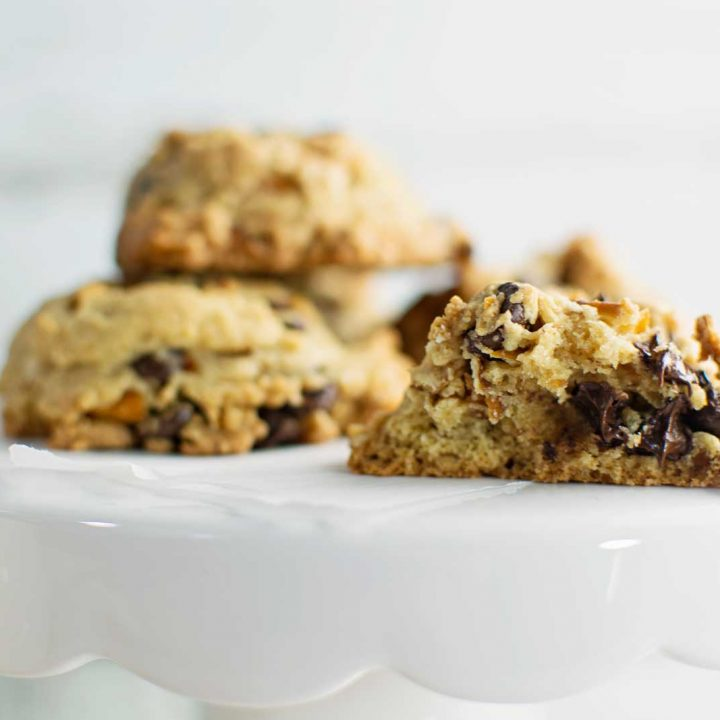 Enjoy a tall glass of cold milk with these tasty treats, Chocolate Chip Pretzel Cookies! Recipe @LittleFiggyFood