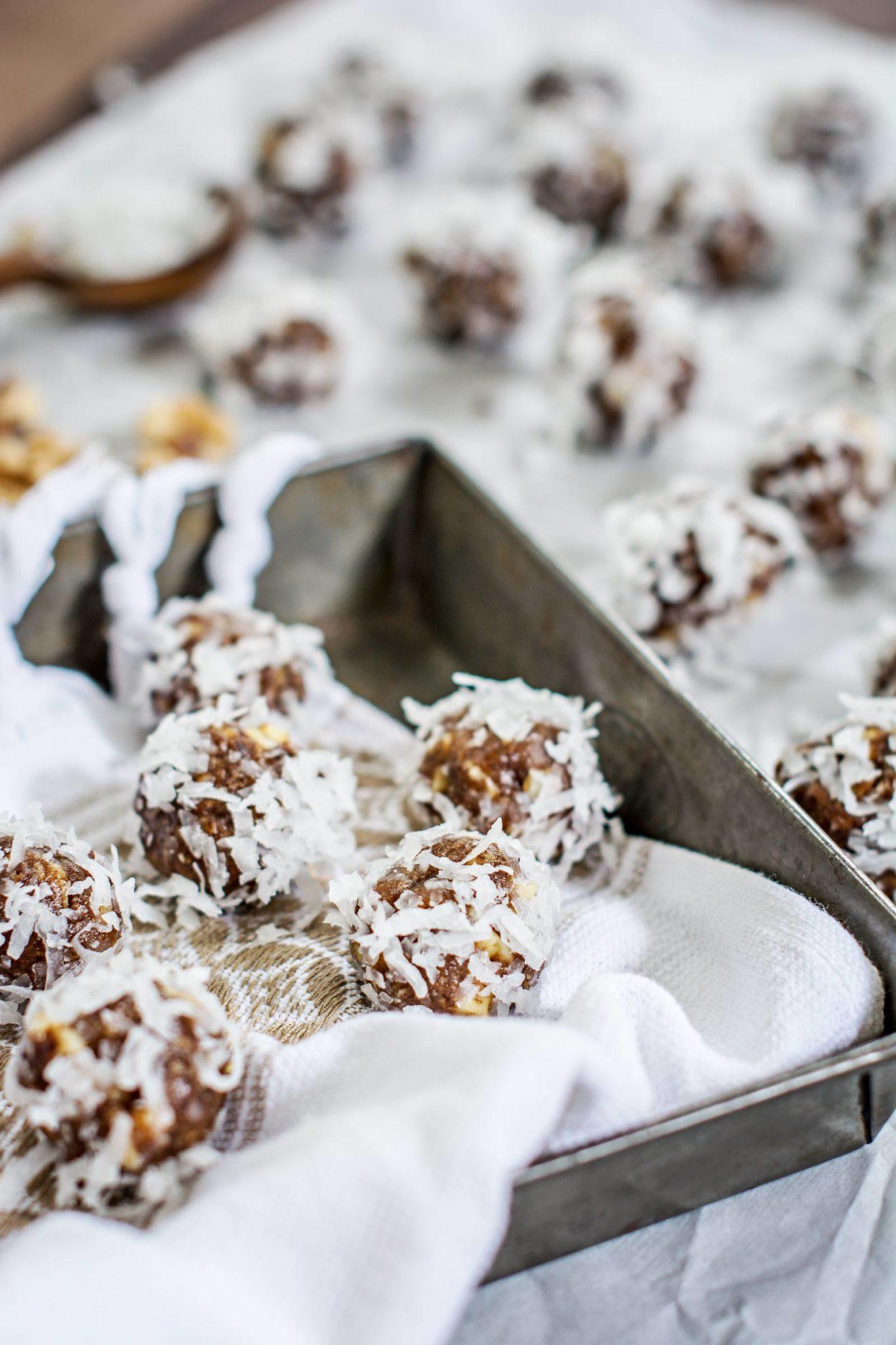 On the Go Snacks – Honey Dates and Walnut Bites